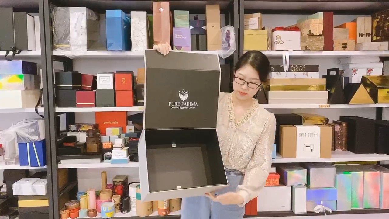 Recycled Custom Fashion Luxury Magnetic Gift Paper Box For Garments Circle Gift Folding Clothing Boxes Crownwin Packaging