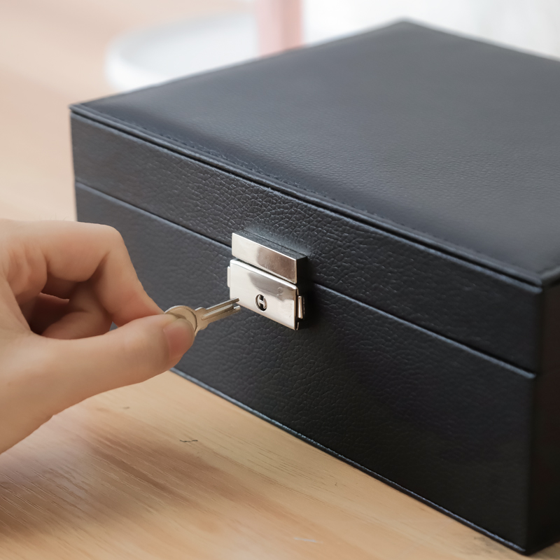 Custom wholesale Sell well Tray Showcase Ring Luxury Display leather With lock jewelry Organizer jewelry Storage Box