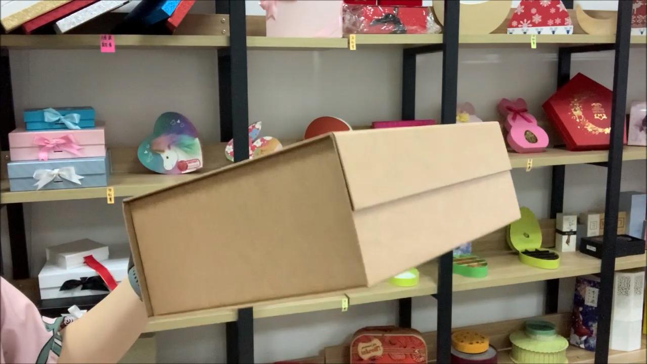 Bespoke luxury natural kraft magnetic closure folding gift hamper box