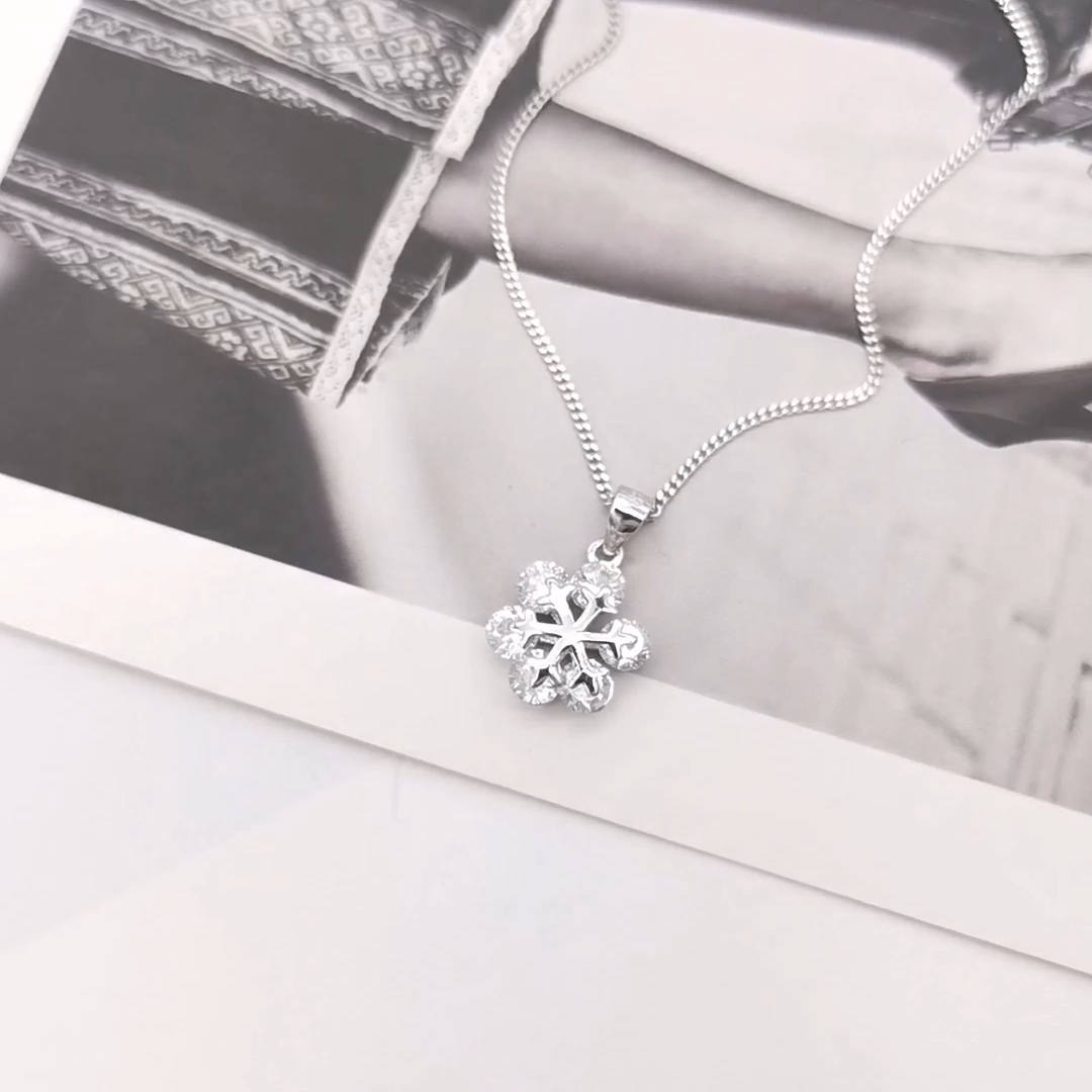 Latest Design Lovely Snowflake Pendant Necklace Iced Out Frozen jewelry