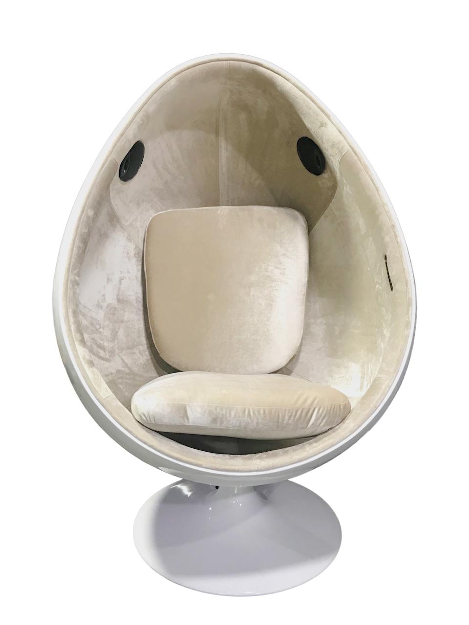 Egg pod aviator chair with speaker ( NL2675-1)