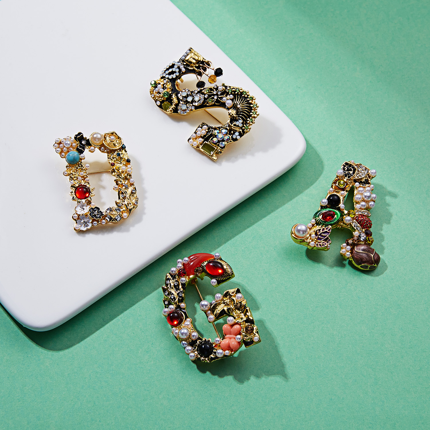 YHS031 Trade Assurance New Fashion Vintage  Enamel Letter Pearl Brooch Trendy Crystal Flower Letter Brooch Clothes Accessories