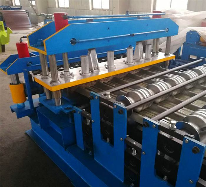 Corrugated Zinc Roofing Sheet Roll Forming Machine factory