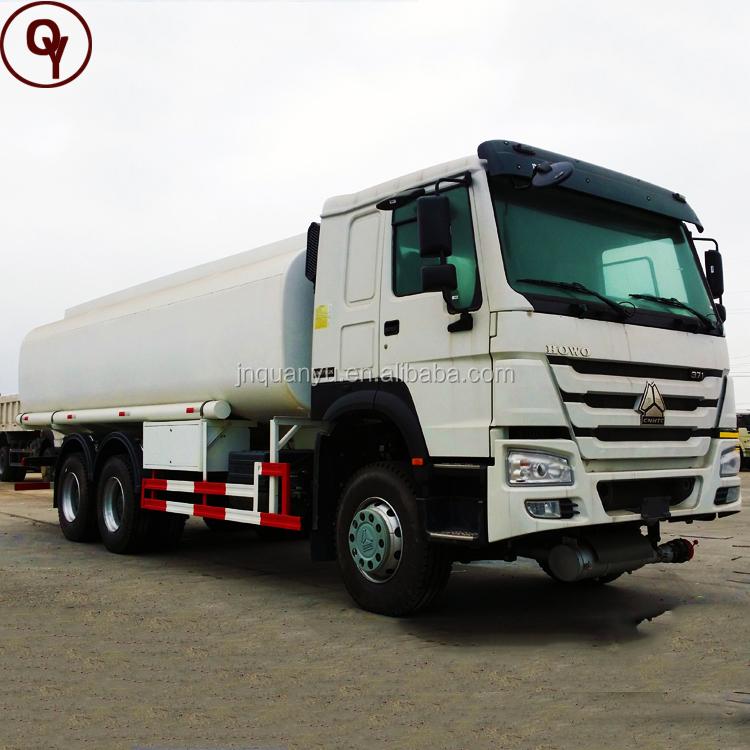 Sinotruk Howo 6x4 8x4 de aceite pesado de transporte de combustible del tanque de camión para la venta