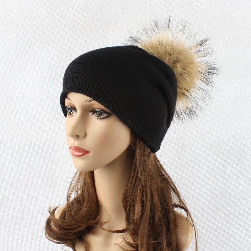 متجر عبر الإنترنت الساخن بيع بوم بوم قبعة صغيرة الرجال بلون أعلى الفراء قبعة تحتوي على كرة من الفرو حار نمط الكشمير قبعة