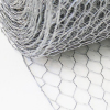 /product-detail/hot-dipped-galvanized-hexagonal-wire-mesh-chicken-wire-pvc-coated-chicken-fence-62334801796.html