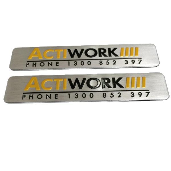 Top Berkualitas Anodized Logam Timbul Logo Plate Aluminium Plat Nama