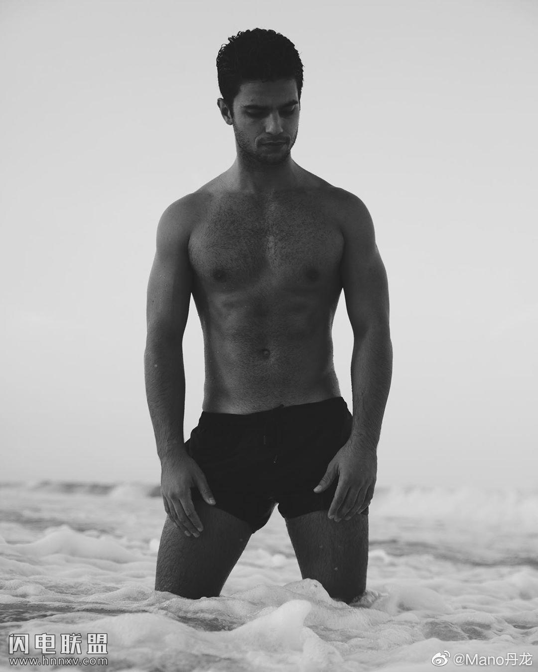 欧美肌肉男模帅哥海边性感文艺内裤写真第12张