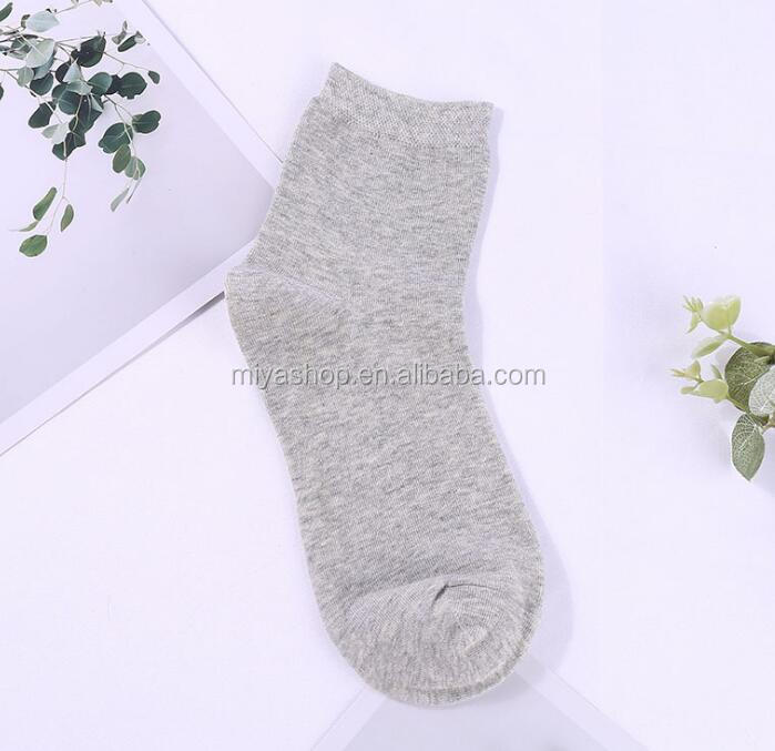 Fashion autumn and winter cotton solid color women socks / sweat and deodorant in the tube socks