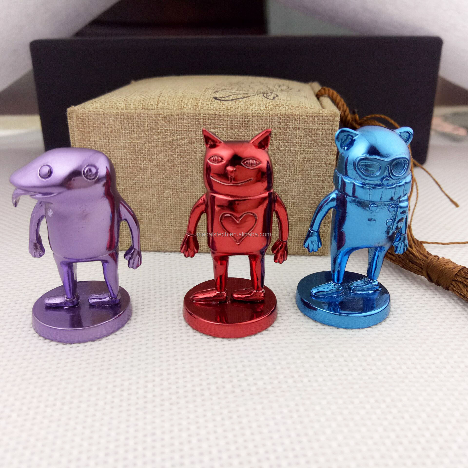 Custom made japanese carton movie 3d metal statue for desk decoration