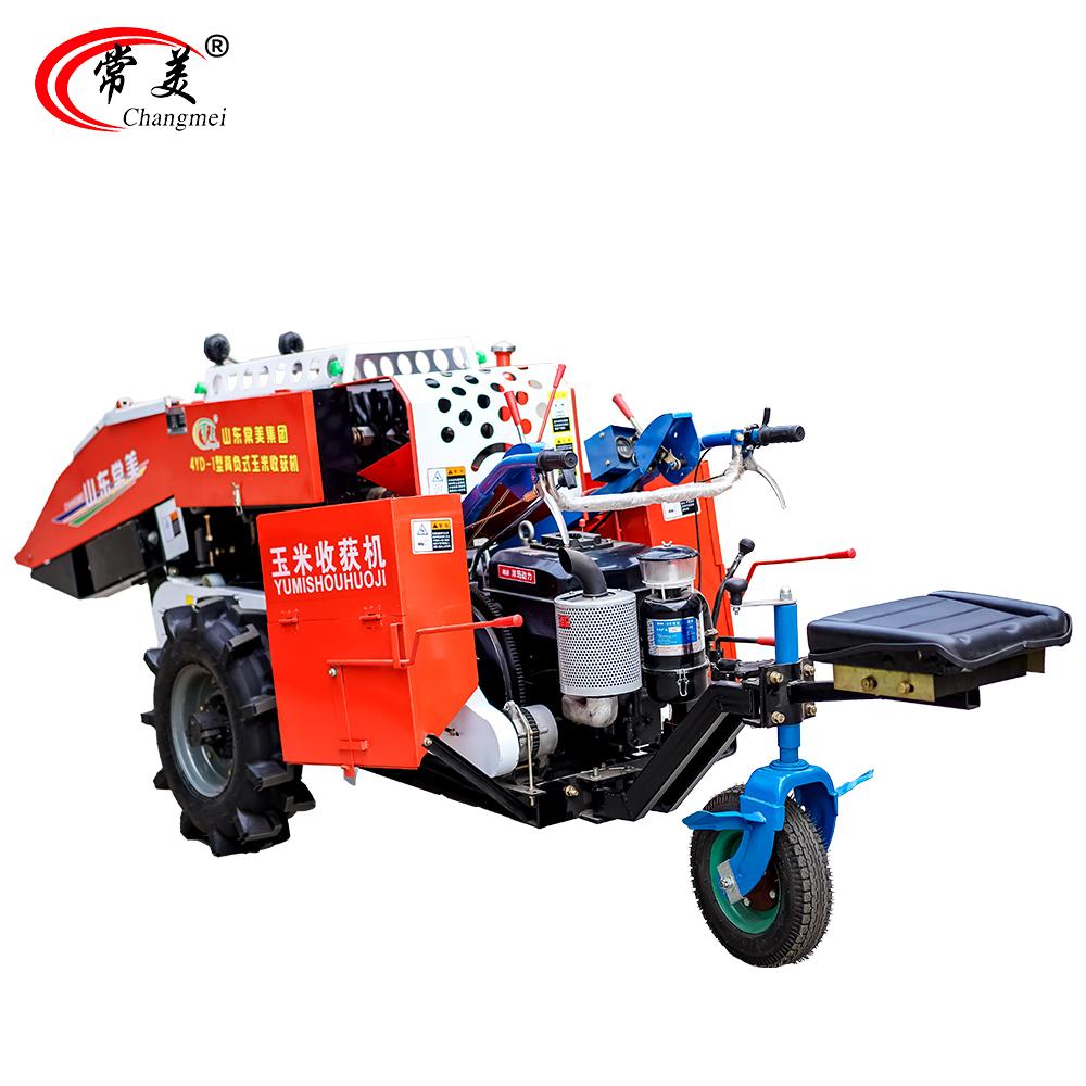 Flexible operation single row combine corn harvester with 4 wheels