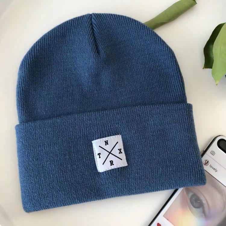 Лидер продаж, 100% акрил, индивидуальный логотип, Заводские вязаные зимние теплые дизайнерские шапки бини