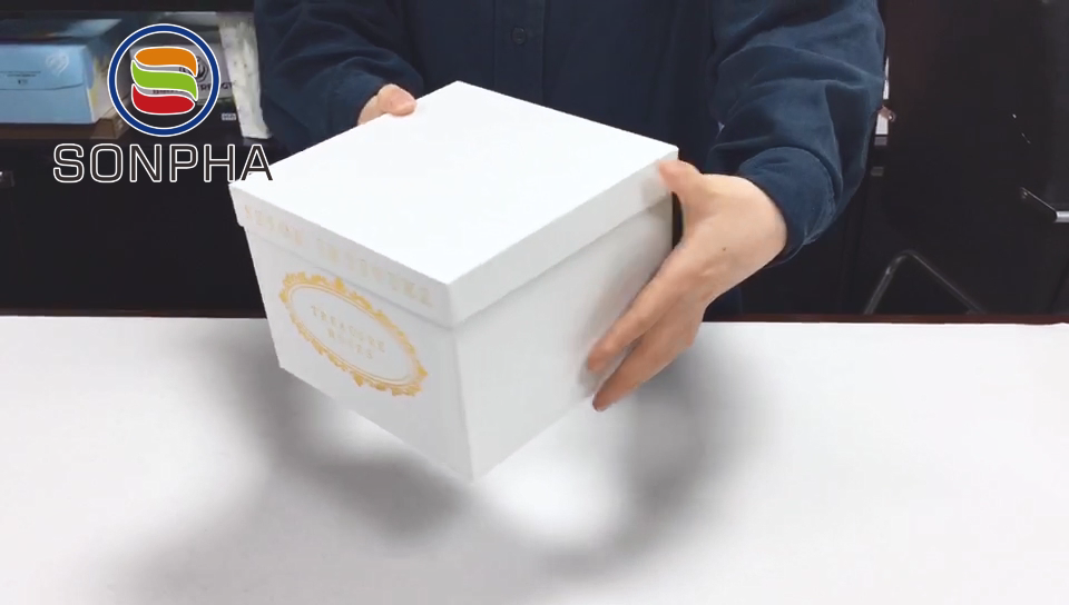 Luxury Custom Square White Cardboard Gift Box With Lids And Matt Lamination White Cardboard Boxes Packaging