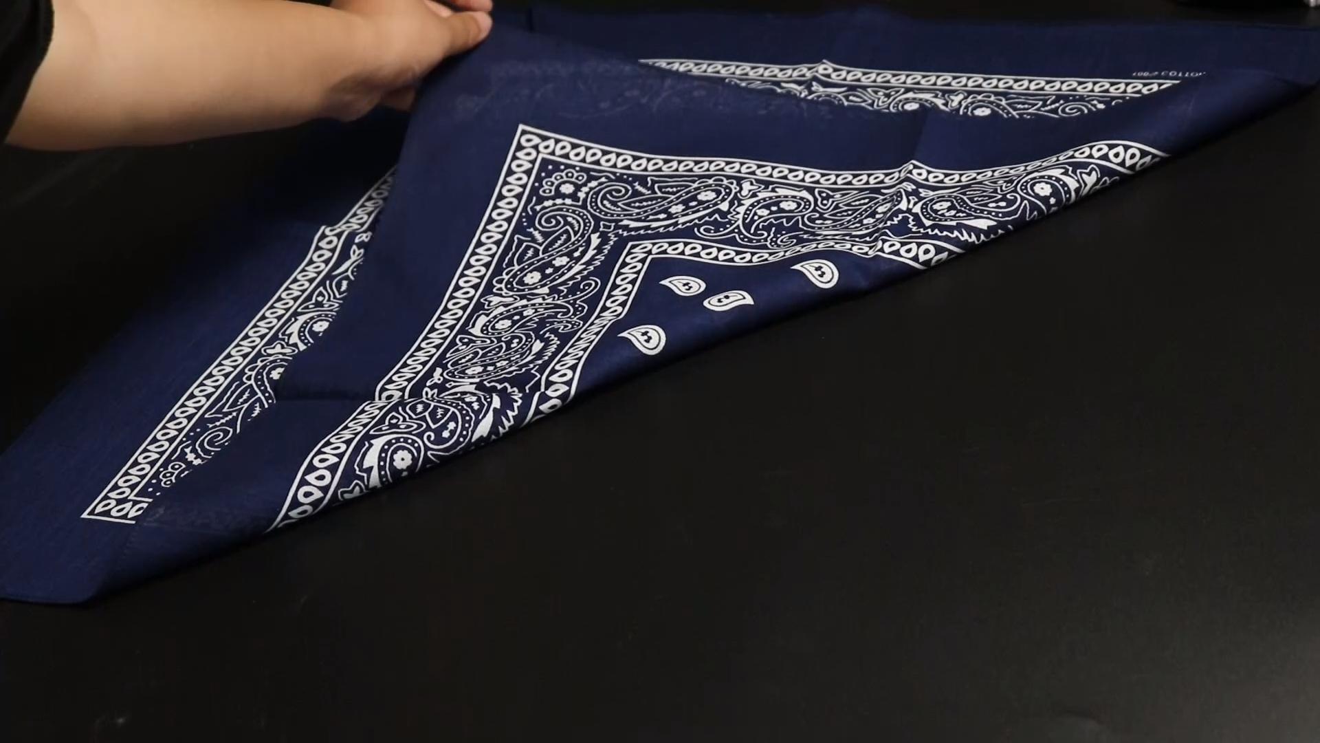 สองด้านพิมพ์ Paisley Bandana ผ้าฝ้าย100% ผ้าพันคอที่กำหนดเองในสต็อก