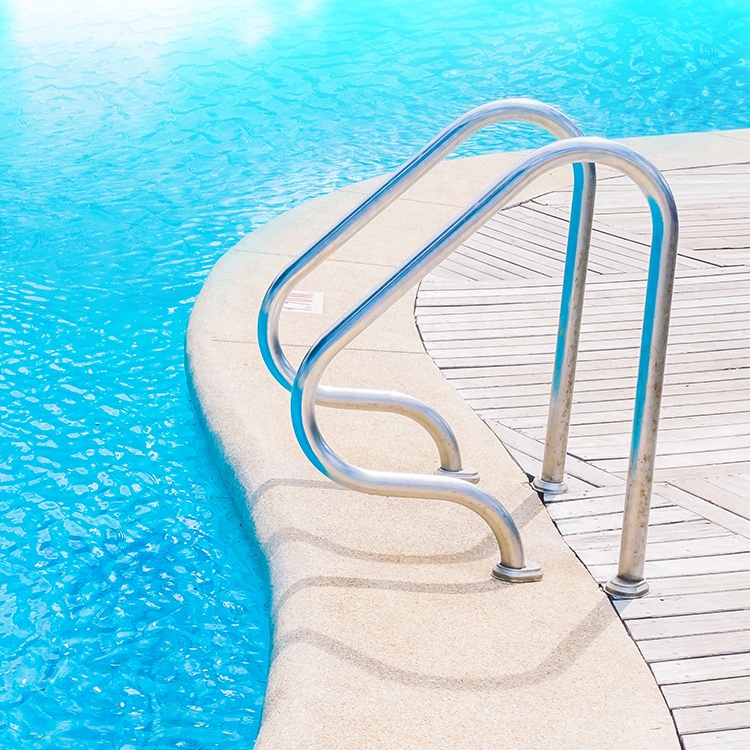 Картинка лестница в бассейне