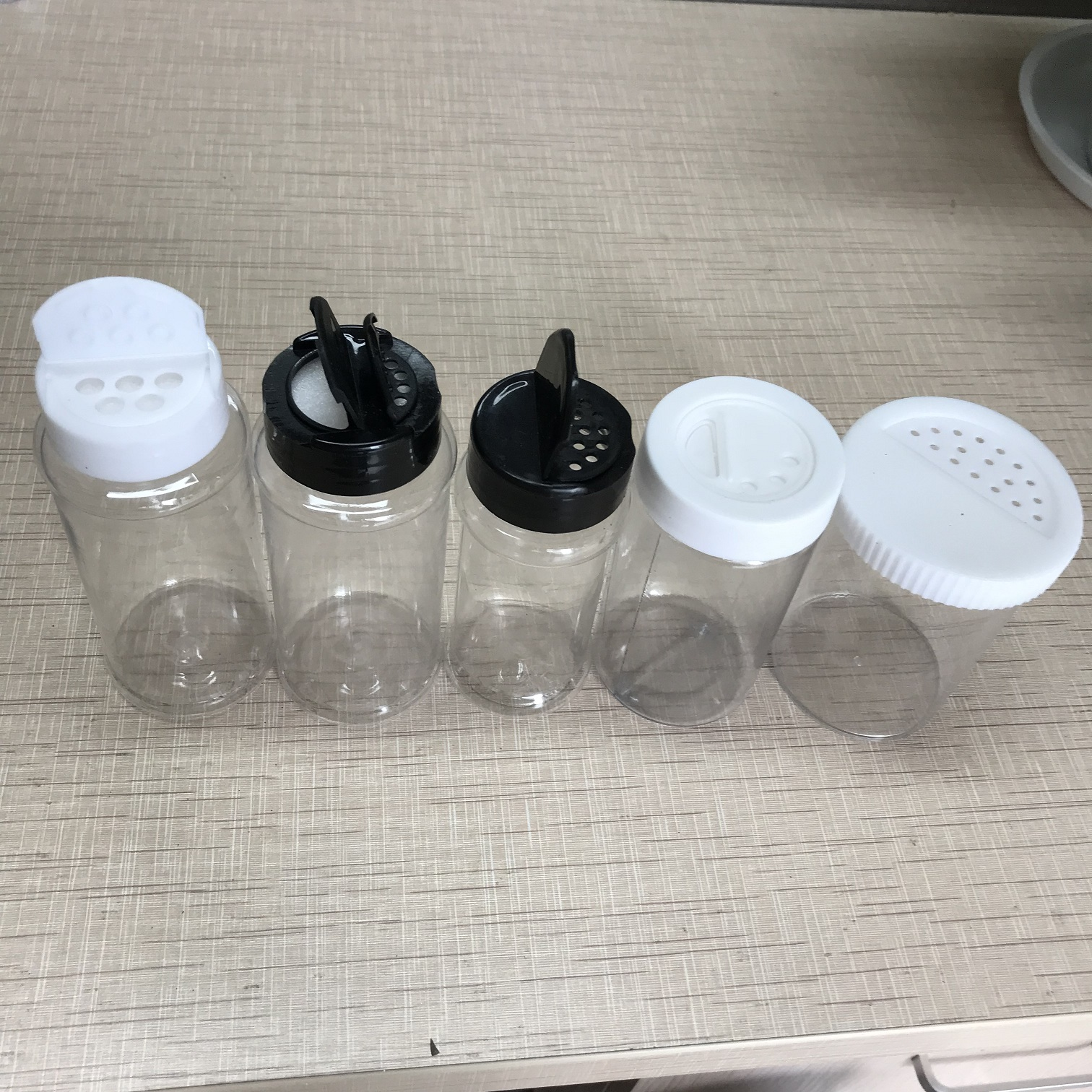 Plastic Glitter Shaker Bottle PET Packing Shaker Plastic Spice Jars/Containers with flip top lid