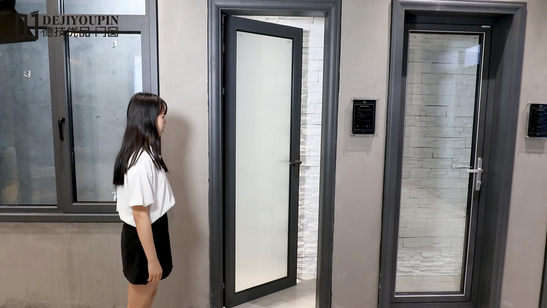โมเดิร์นภายในฝ้าคู่กระจกห้องน้ำอลูมิเนียมประตูบานเปิด