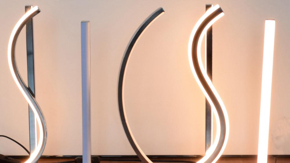 Современный дизайн трубка в форме серебряной отделкой светодиодный чип Настольная лампа для чтения настольная лампа с пластиковой формы крышка