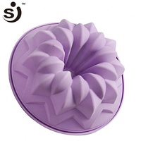 Amazon Hot Selling Microwave Oven Safe Flower Design Silicon Bundt Cake Pan