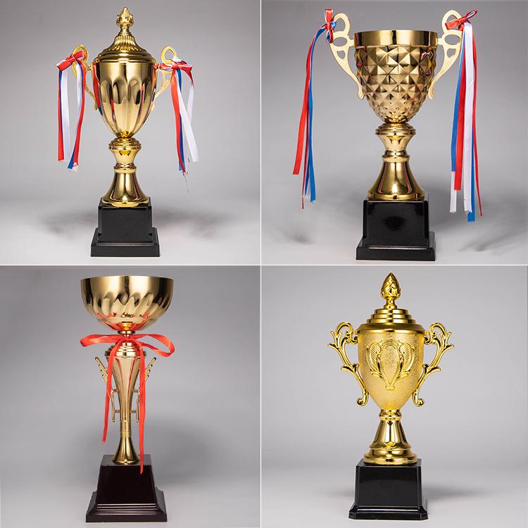 Pujaing メーカー卸売最高品質ゴールデンクリスタルトロフィーとメタルスポーツゲーム土産ギフト