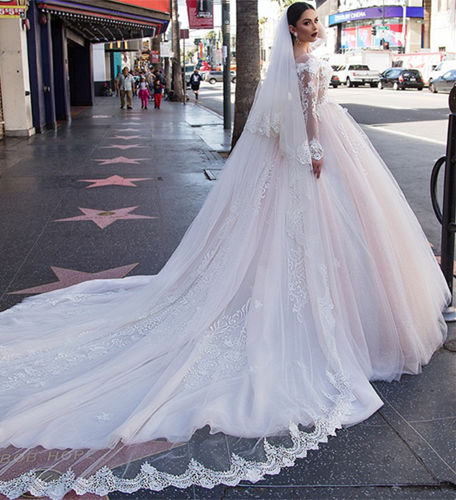 Pabrik grosir Suzhou 2018 elegan strapless renda fishtail trailing wedding dress