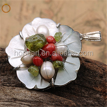 MOP460 Flower Shell Pendants White Freshwater Pearls with Red Coral, Green Peridot Chips Stone