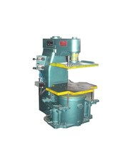 Vibration jolt squeeze clay sand moulding molding machine