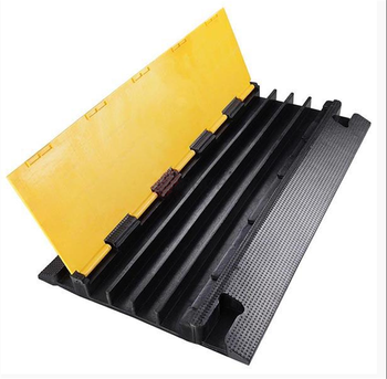 4 channels nice connector cable trunking  cable protector rubber cable tray