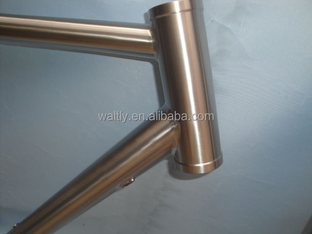 Cyclocross 700C titanium frame for interal cable routing
