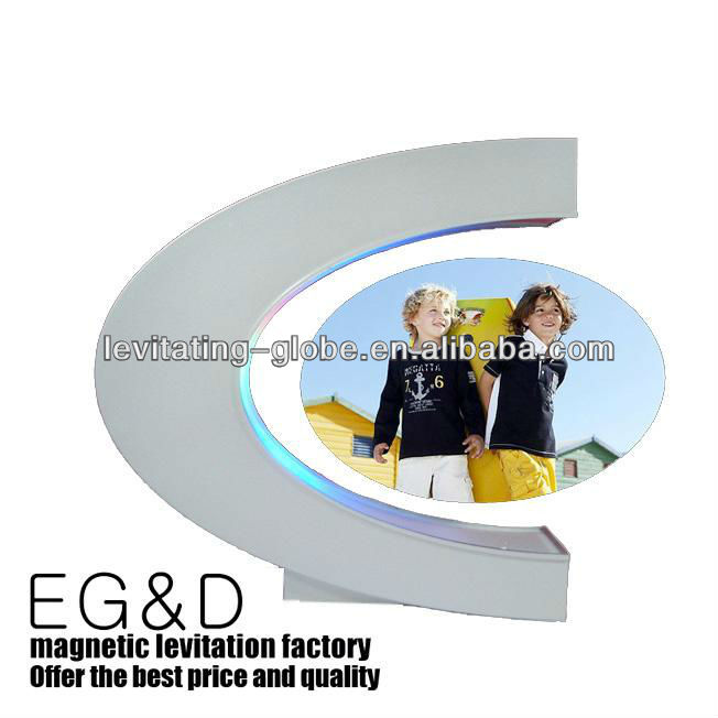 magnetic floating photo frame, floating picture frame, levitating picture frame, Levitating photo frame, C shape