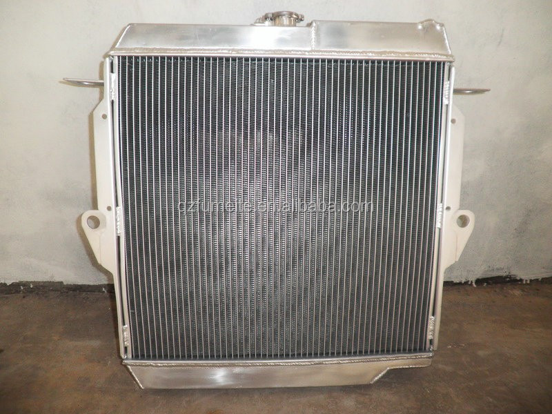 Aluminum RADIATOR FOR HOLDEN COMMODORE 8CYL VT 5.7 TO VX 97-02 AT AUTO