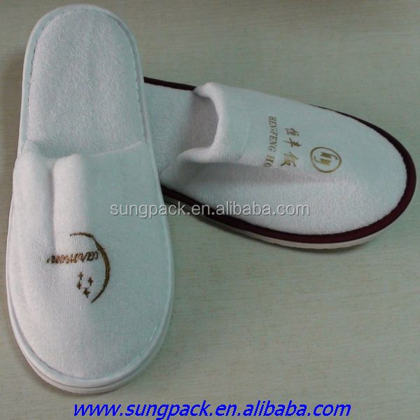 White Disposable Velvet Hotel Slippers with Personalized Logo Guest Room Washable Slippers for Hotel Amenities