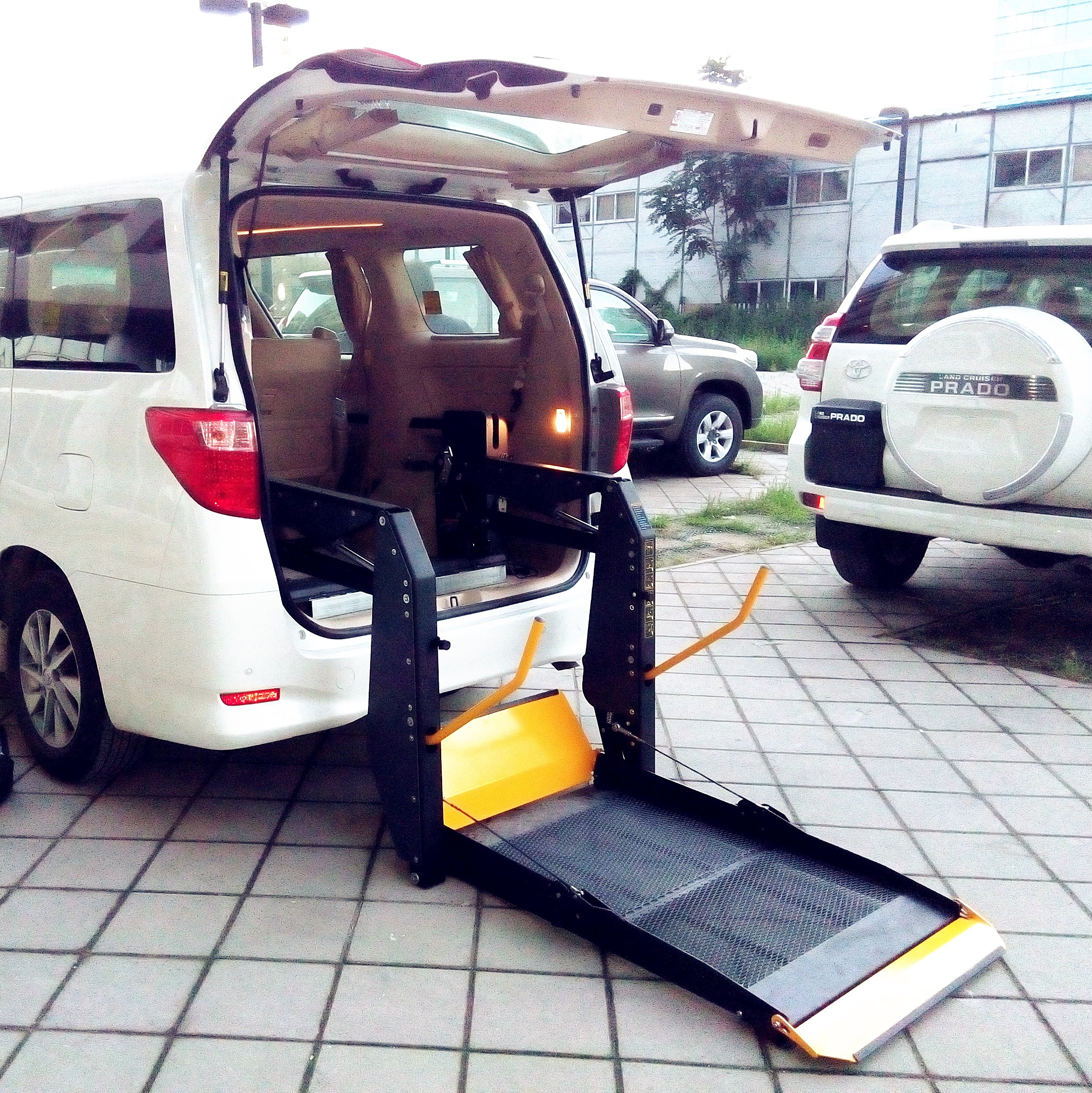 Wheelchair Lift For Car >> Ce Certified Dual Handrail Electric Wheelchair Lift For Van With 300 Kg Capacity Buy Electric Wheelchair Lift For Van Hydraulic Wheelchair