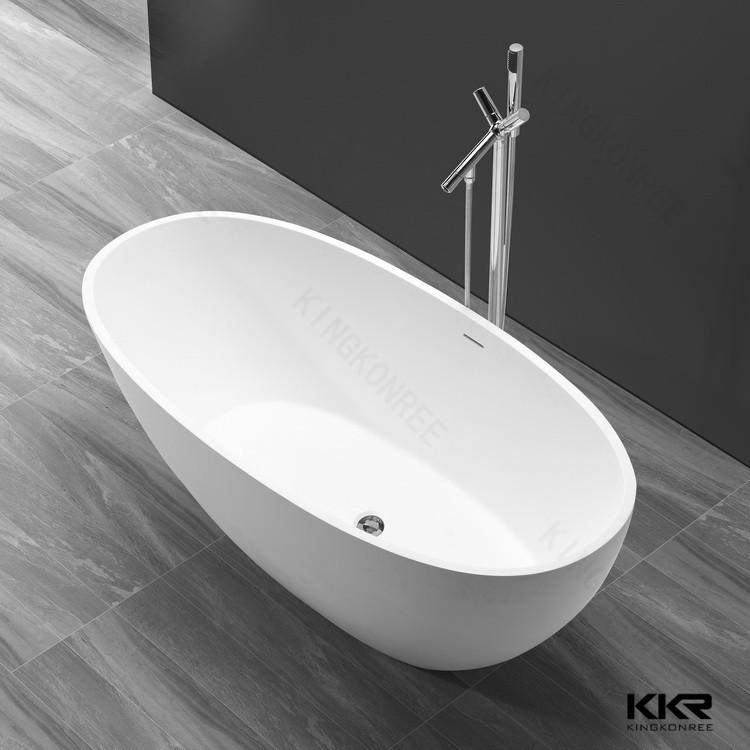 schwarz und wei freistehende duschen badewannen badewanne. Black Bedroom Furniture Sets. Home Design Ideas