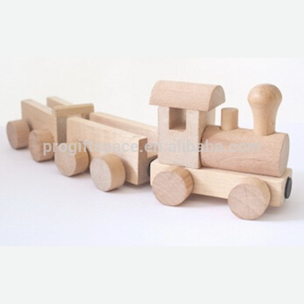 2018 new fashion hot sales China products children gift wholesale decorative kid hand carving ornament diy wood toy train set