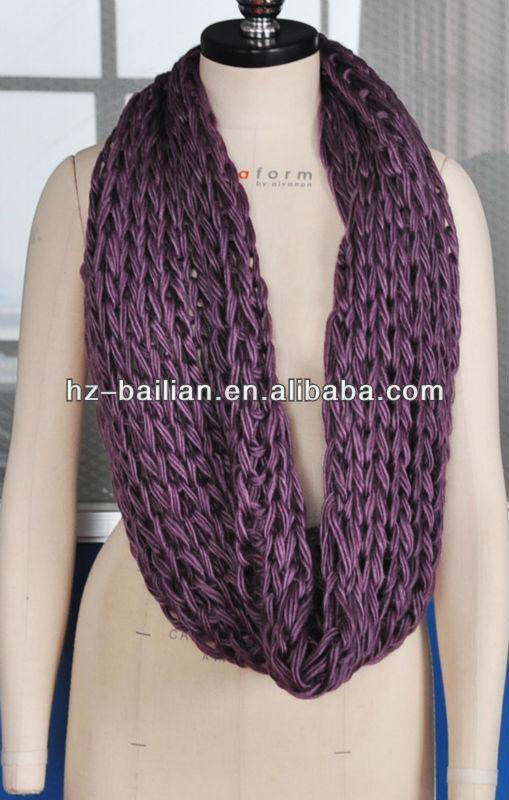 Grande crochet tejer la bufanda en púrpura