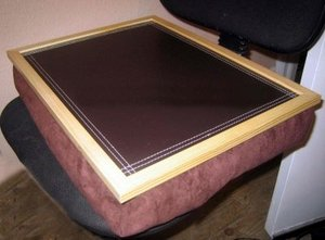 Kaifeng Hot sell Pine wood wooden lap tray desk ,with Polyethylene foam bean bag,with Leather top