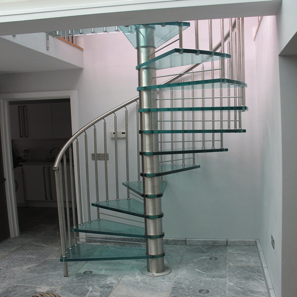 Good Quality Tempered Glass Panel Tread Cast Iron Staircase