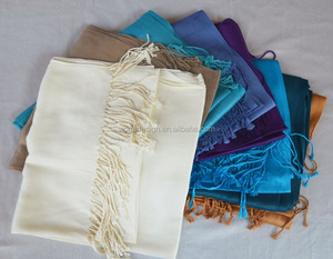 Classic UK beautiful popular hijabs factory wholesale ladies plain solid viscose scarfs pashmina with 41colors available stock