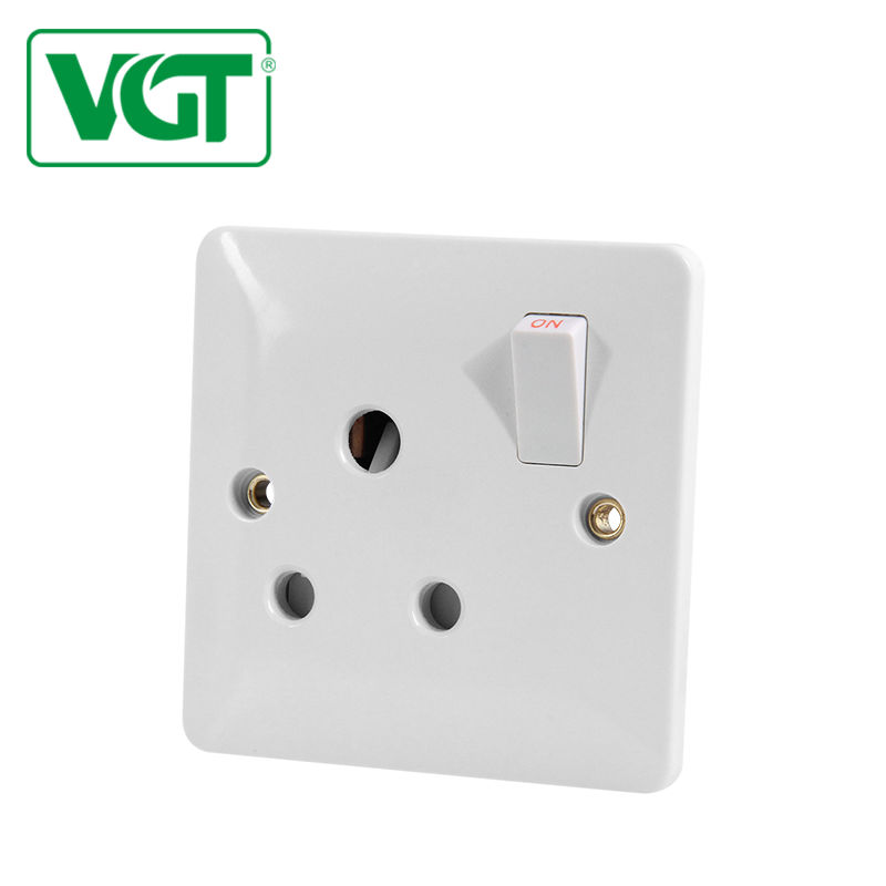 Wall mounted round 15A 1 gang switched socket for plug 220V-250V with light/bottom 240v 15 amp wall switch and socket price