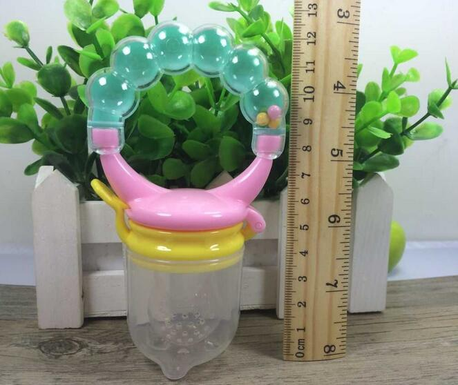 New Interesting Baby Product Wholesale Fresh Food Fruit Safe Swallow Baby Feeder