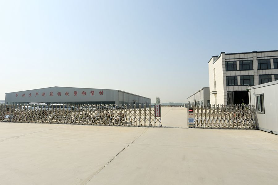henan factory upvc/pvc/wpc palstic doors and wiindows profiles