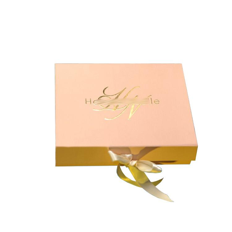 लक्जरी गत्ता सोने की पन्नी रिबन के साथ उभरा होता लोगो उपहार मेकअप पैकेजिंग बॉक्स