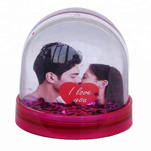 Custom Replaceable Photo Souvenir Plastic Snow Globe For Wedding Gifts Acrylic Cover Snow Ball
