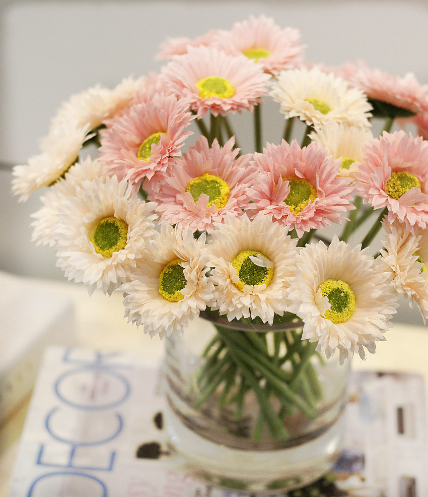 Import China Silk Flowers Silk Chrysanthemum Daisy Real Touch Artificial Daisies Bulk Artificial Flowers Wholesale Silk Flowers