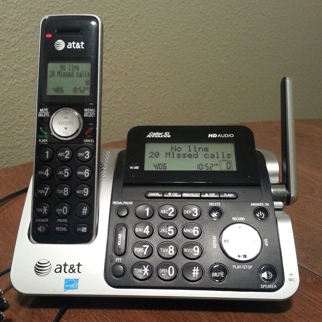 At&T CL83451 Answering machine with one extra handset