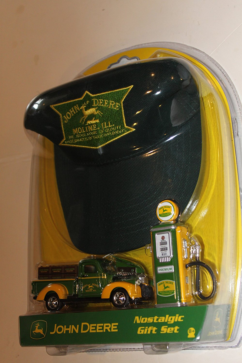 John Deere Collector Nalstalgic Gift Set! HAT~1:43 1942 Ford TRUCK~ 1950's GAS PUMP ~ MOLINE 00951