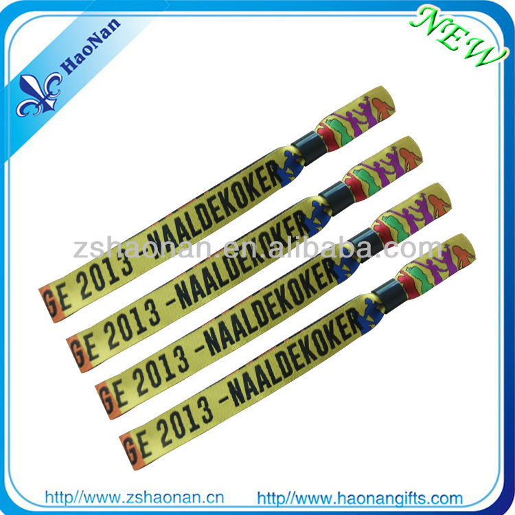 Promotional item fashioin promotion wristband gift for kids