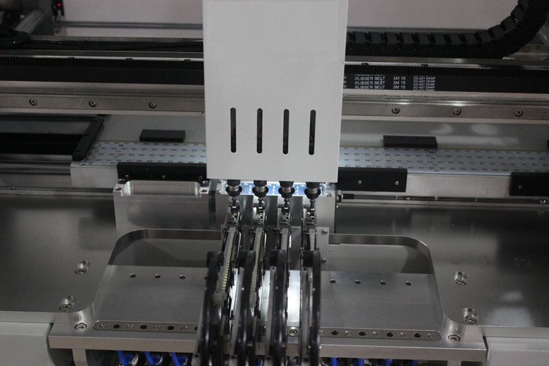 Manufactory Supply SMD LED Machine PCB Apparatuur met 5 CCD Camera 'S en 12 Feeders Automatische Systeem