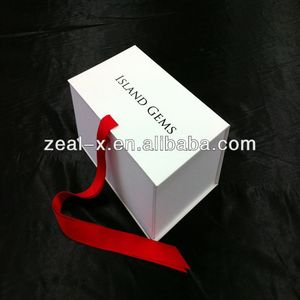 High quality white custom Packaging gift box for gym outfit, tracksuit ,sport suit